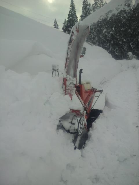家の除雪機が埋まるほどの積雪