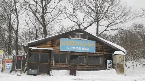 スキー・スノボのレンタル屋さん全景