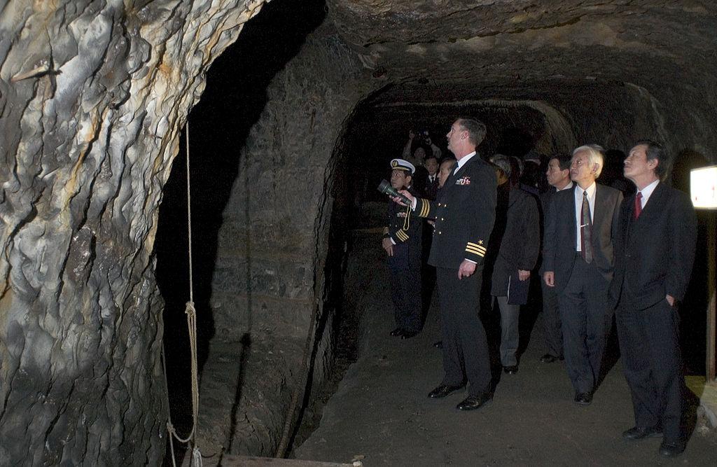 旧日本海軍が掘った地下壕の様子