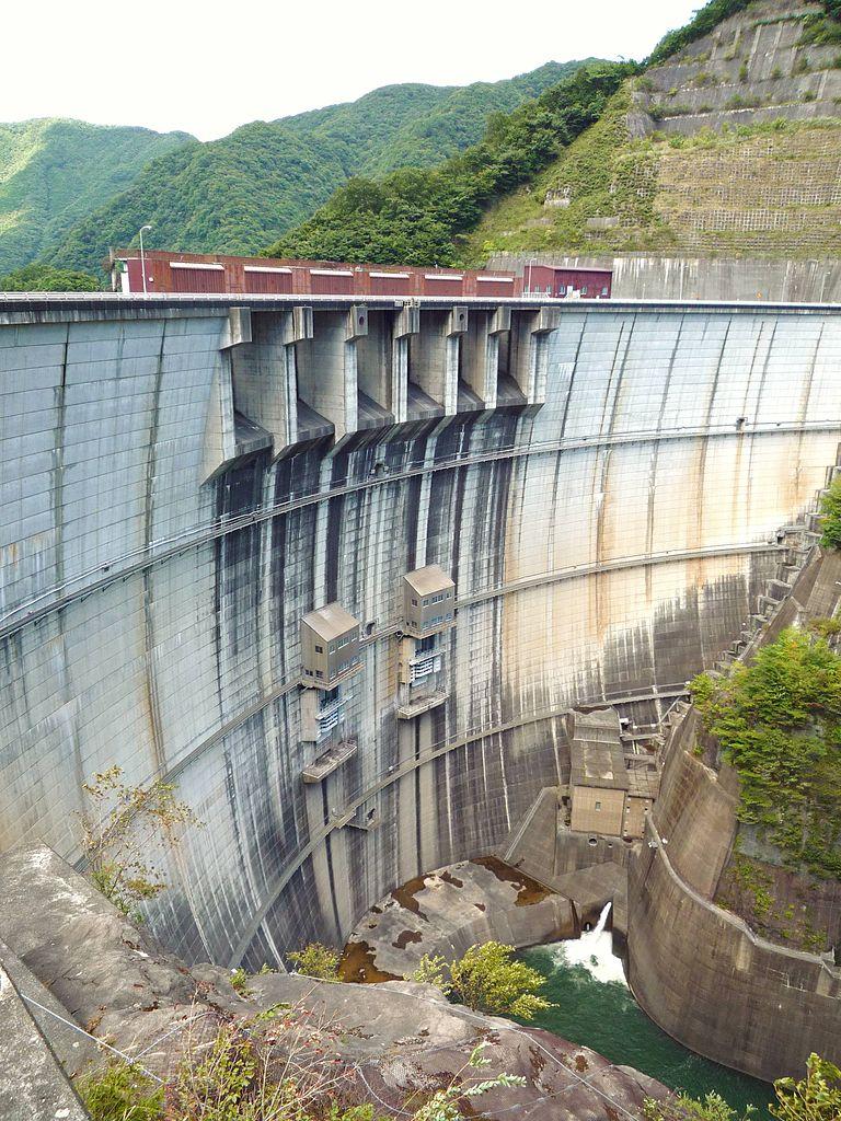 合流地点のすぐ上流には川治ダムがある