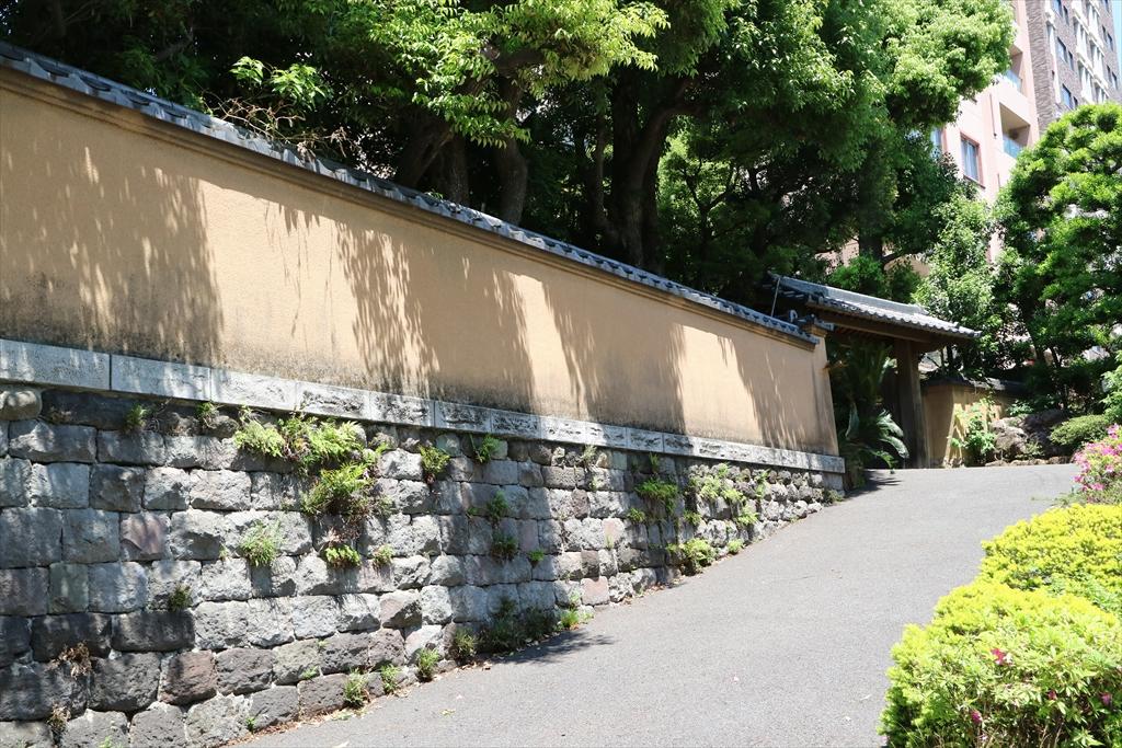 王子ホールディングスの王友荘の道を挟んだ向かいの様子_2