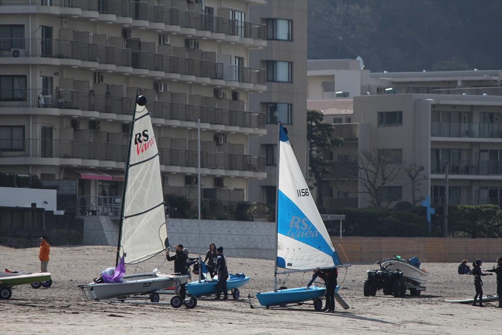 マリーナなどに係留しない小型ヨットはこんなふうに準備をするようだ_2