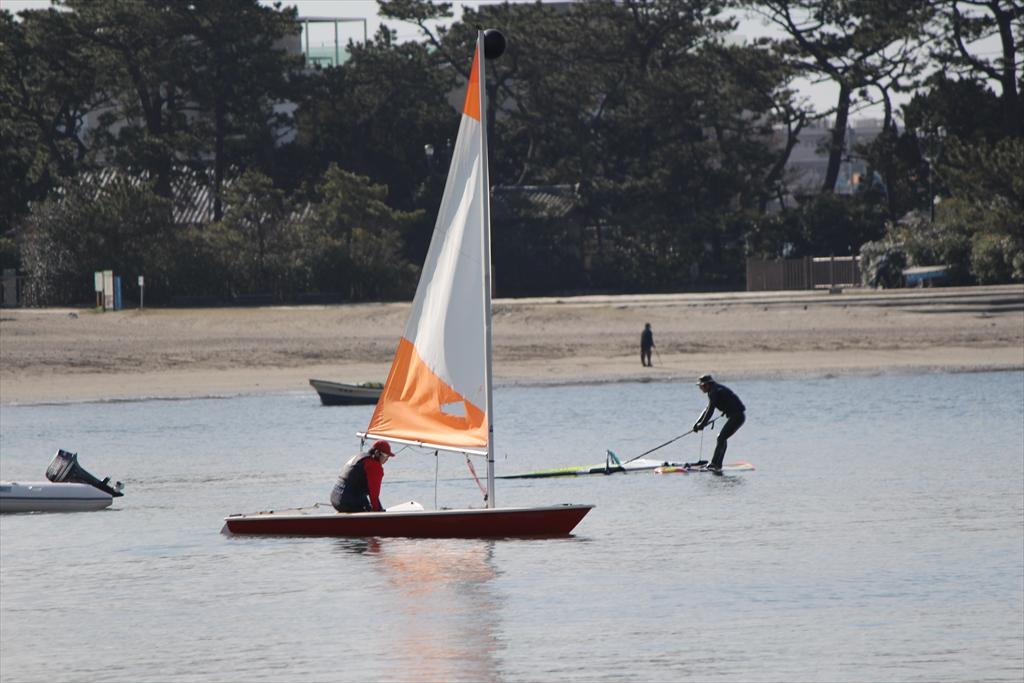 小型ヨットで海へ繰り出すぞ_2