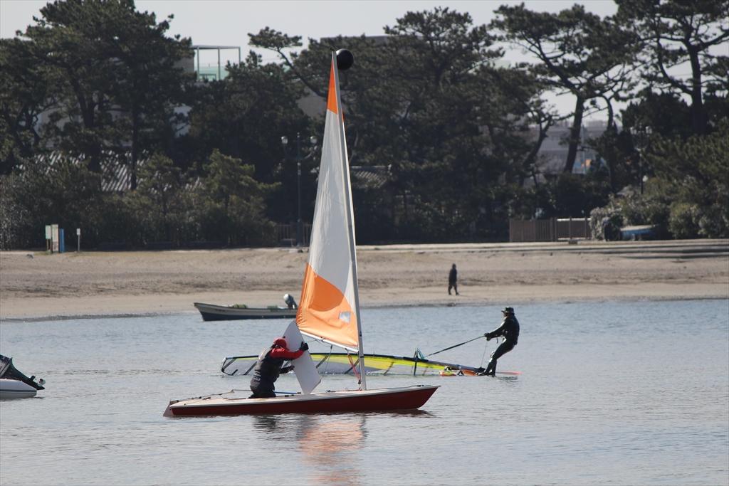 小型ヨットで海へ繰り出すぞ_3