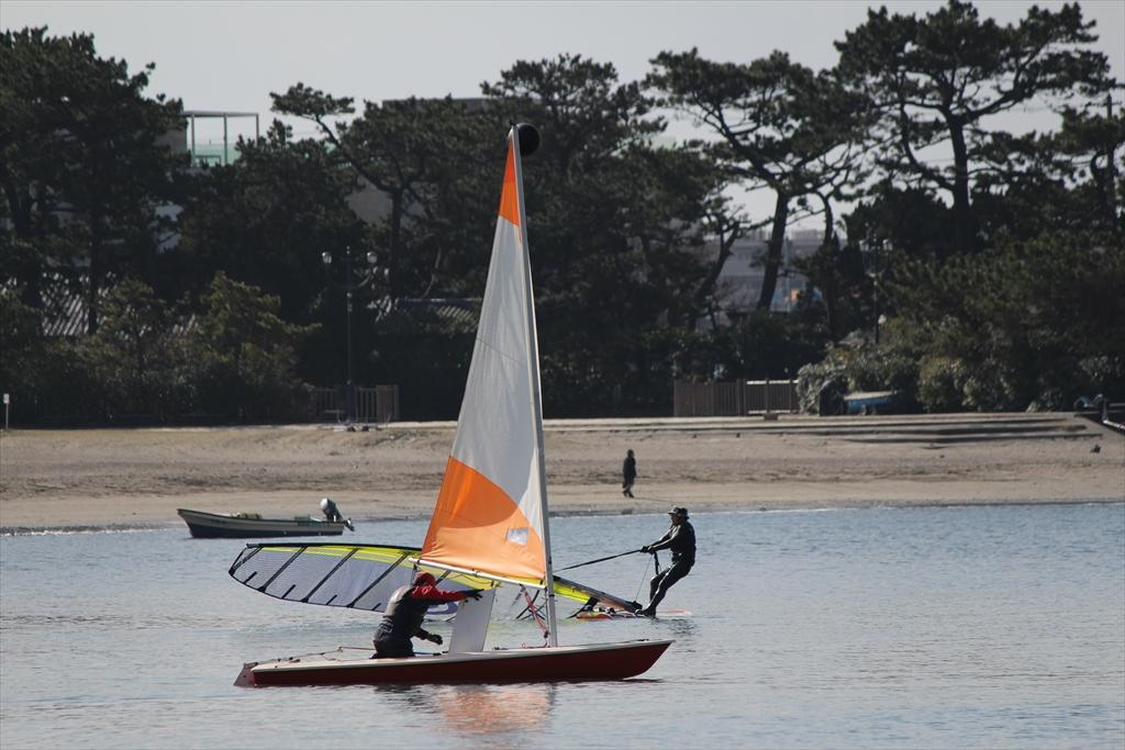 小型ヨットで海へ繰り出すぞ_4