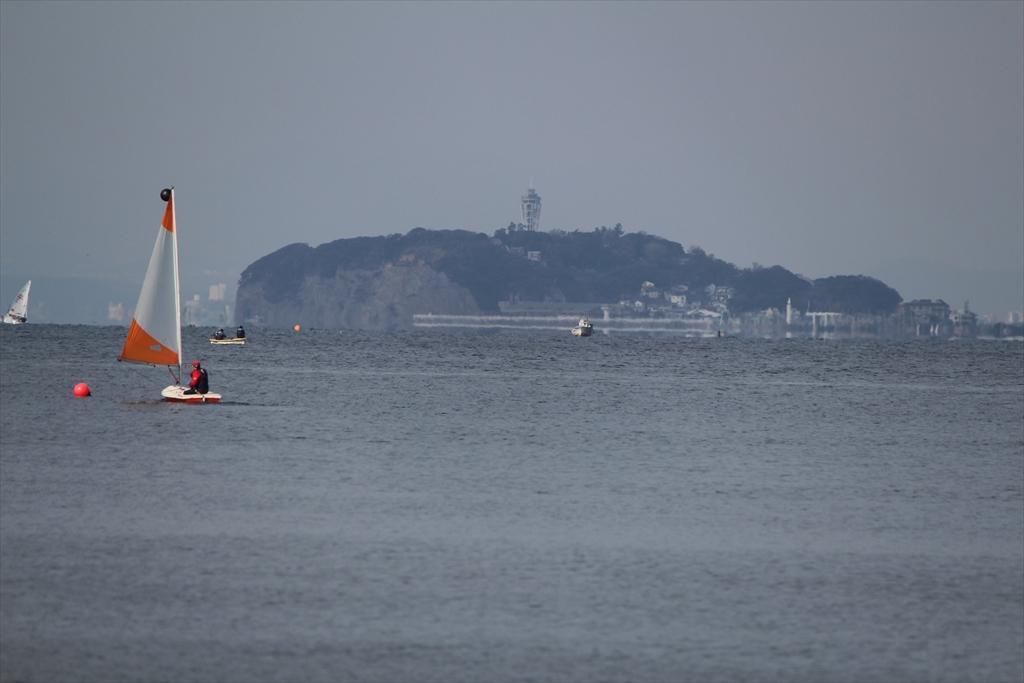小型ヨットで海へ繰り出すぞ_8