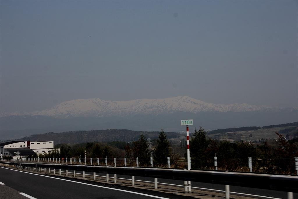前方の山はかなり白かった_1