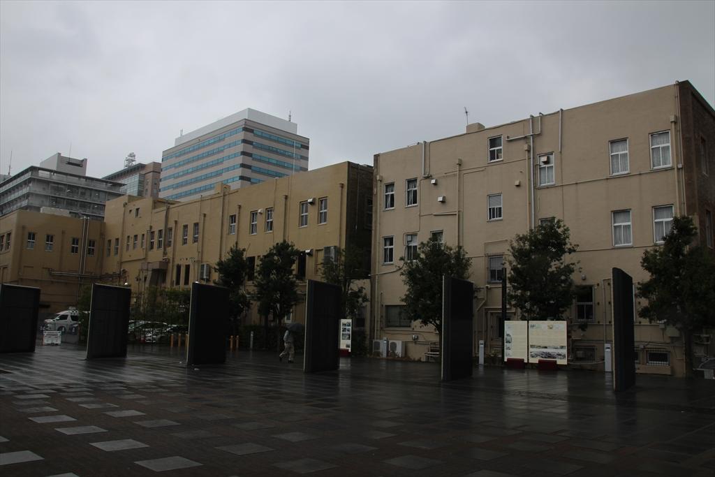 裏側から見た横浜貿易会館と横浜海洋会館