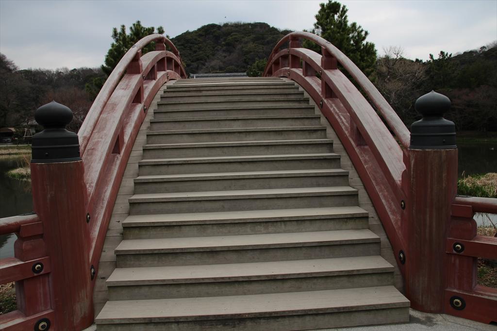 反橋、平橋、金堂が一直線に並ぶ_2