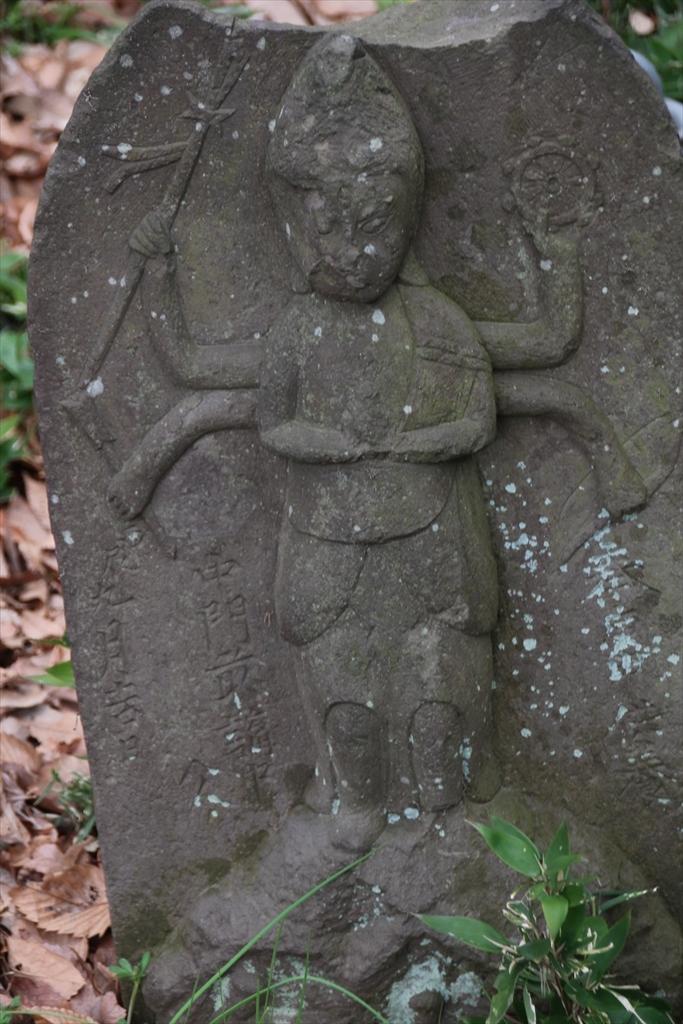 御廟のすぐ前にあった石像_1