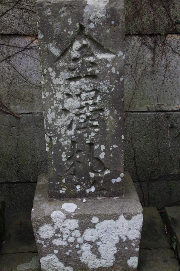 仁王門の前には石像が並んでいる_7