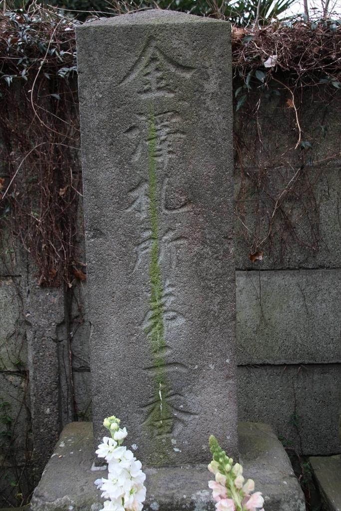 仁王門の前には石像が並んでいる_8