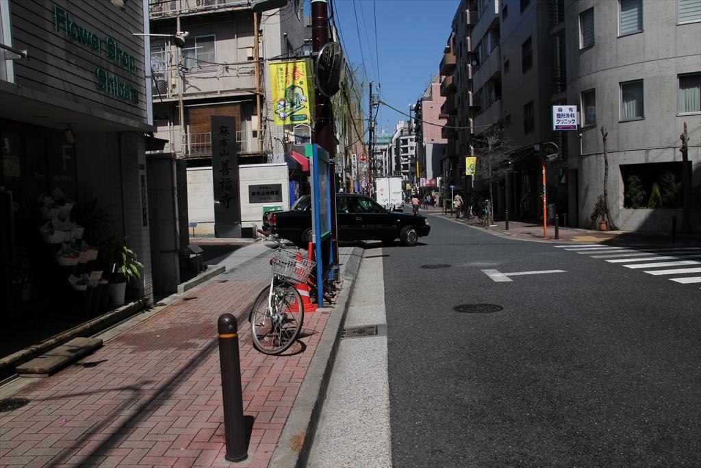 漸く麻布山善福寺に通じる道に着いた