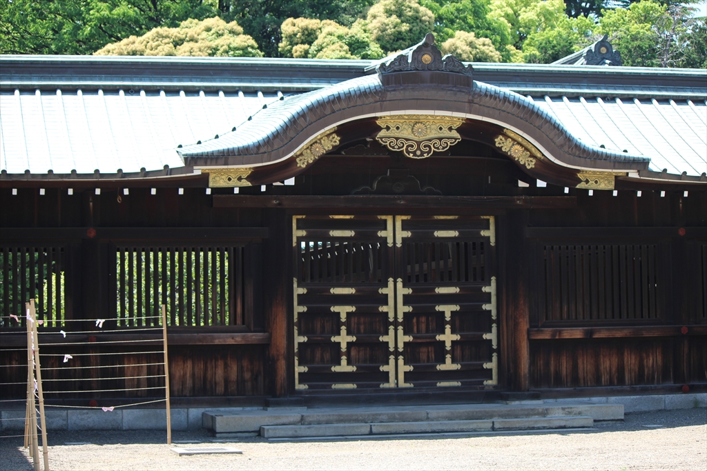 拝殿横の回廊部分
