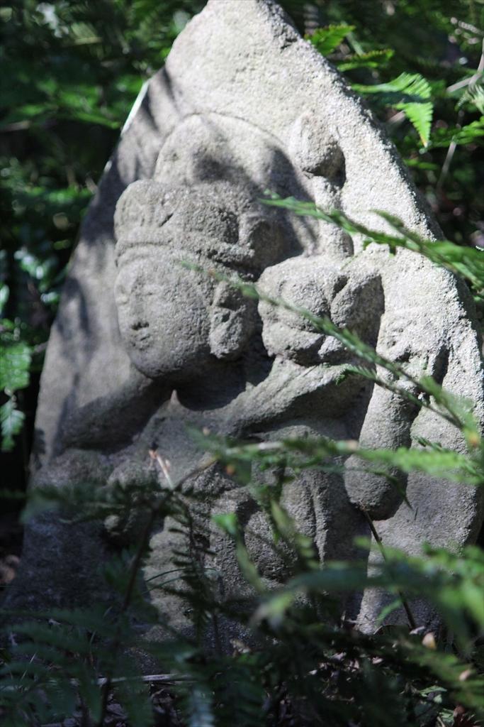 狢、石碑、石仏_2