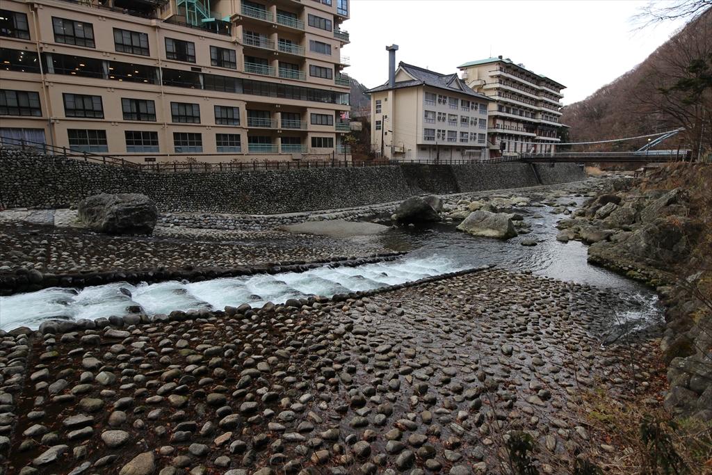 男鹿川の流れと河原_4