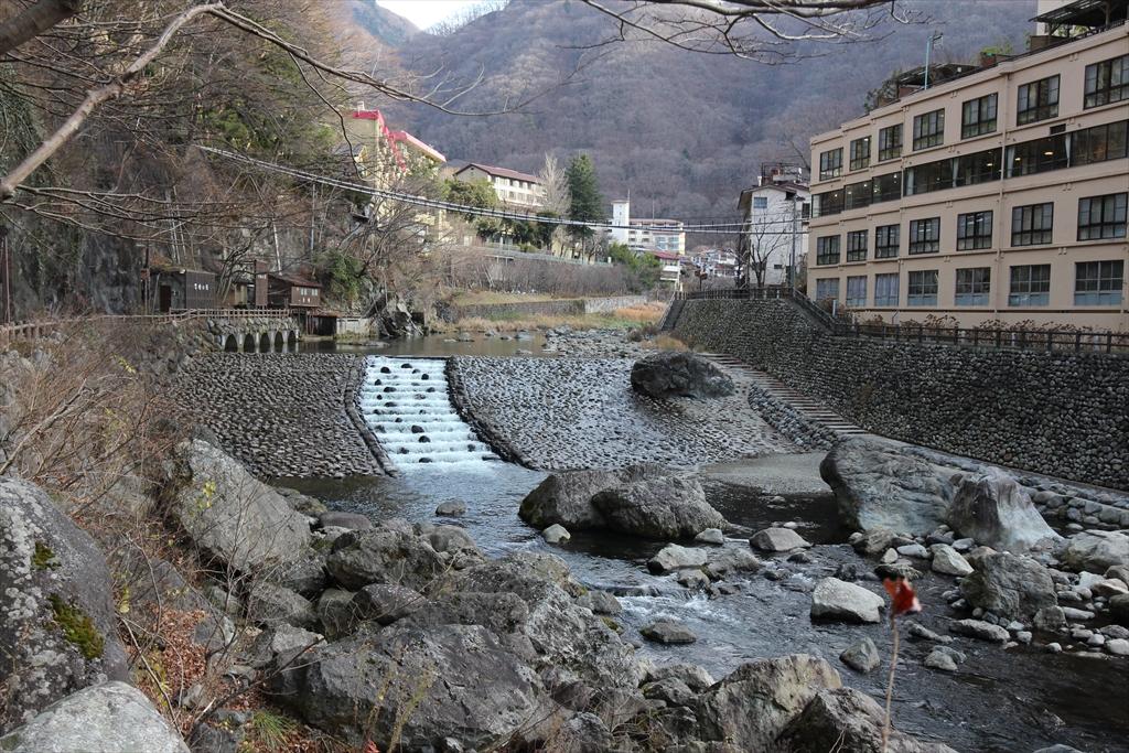 男鹿川の流れと河原_7