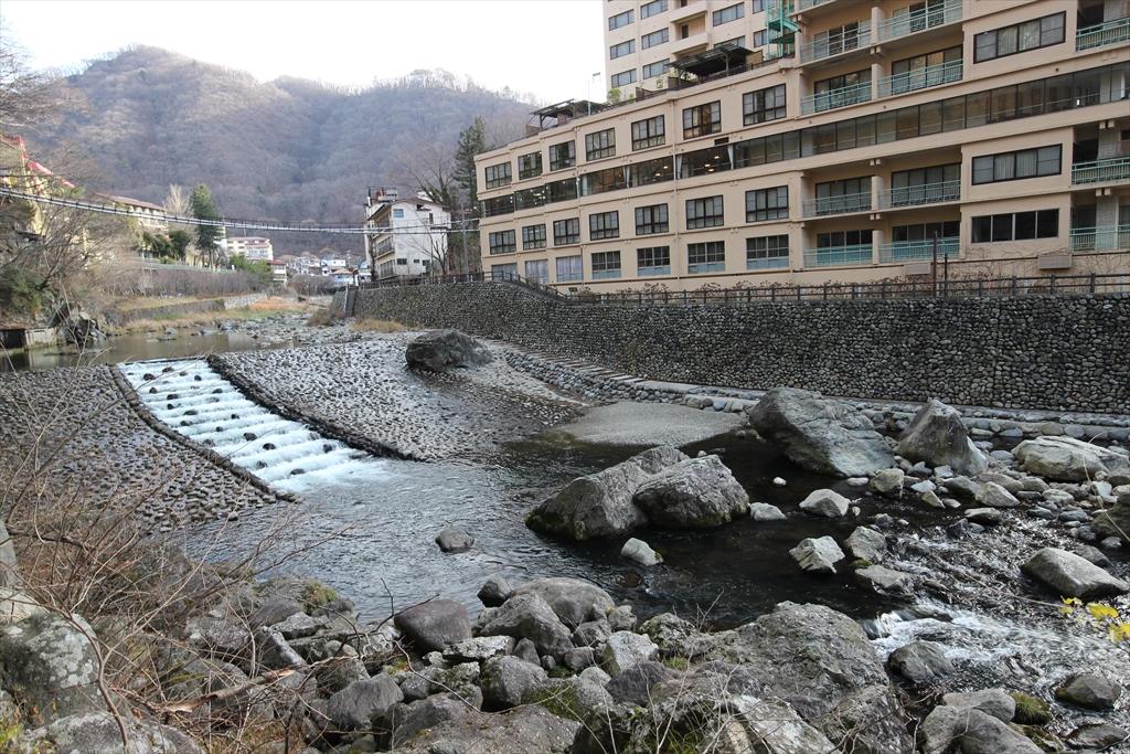 男鹿川の流れと河原_8