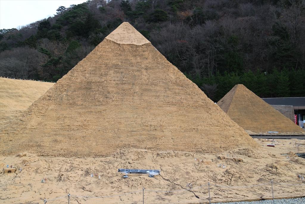 カフラー王のピラミッドとクフ王のピラミッド