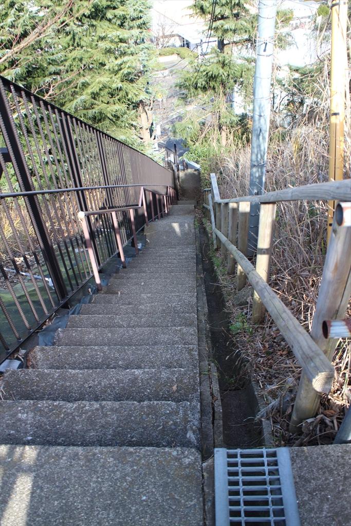 急階段を降りる_1