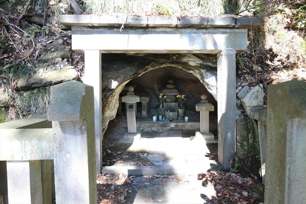島津忠久の墓
