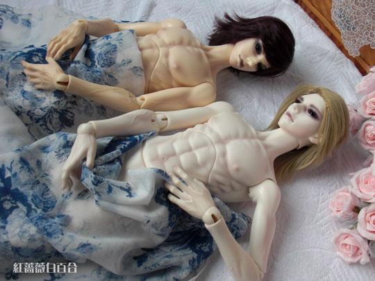 裸でゴロ寝
