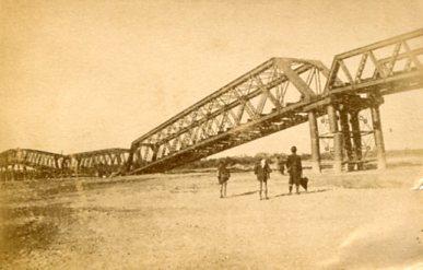 濃尾地震で倒壊した長良川鉄橋001
