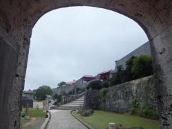 歓会門から東方
