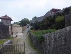 歓会門側から見た久慶門(きゅうけいもん)