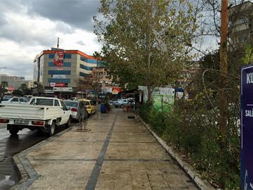 クルシュンル温泉行きのバス停場所から東方向