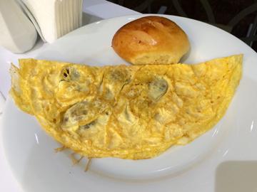 30日の朝食2オムレツ