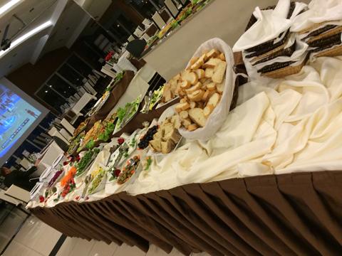ホテルの食事はビュッフェ式