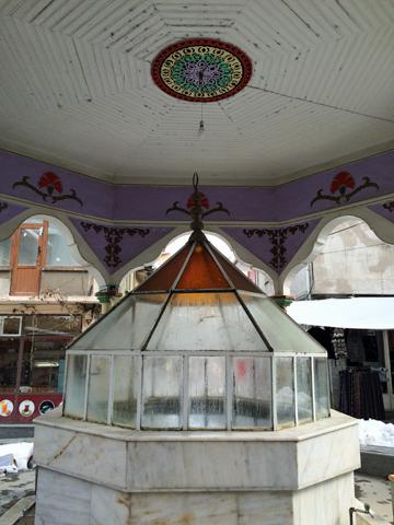 シマーヴ市場のチェシュメ