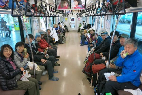 5岐路電車内風景