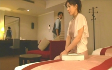 ホテルに入った河合と真理子