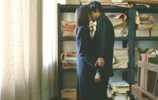 部室でキスする二人