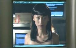 パソコン画面から現われた少女