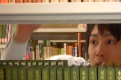 図書室で胡桃を探すと