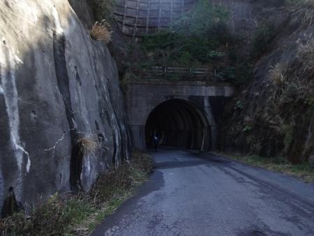 048こんなトンネル