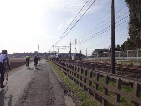 028またまた一般道、京成を渡る、写真家が多い、スカイライナー