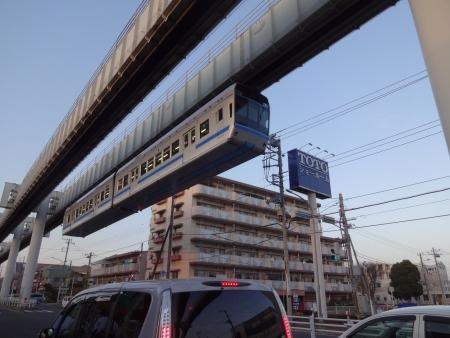 069千葉市街地に・・モノレールです・・吊り下げ型