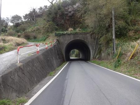 026長狭街道を少し下ってこの道に入るのですが、調子に乗って下り過ぎ1kmも・・