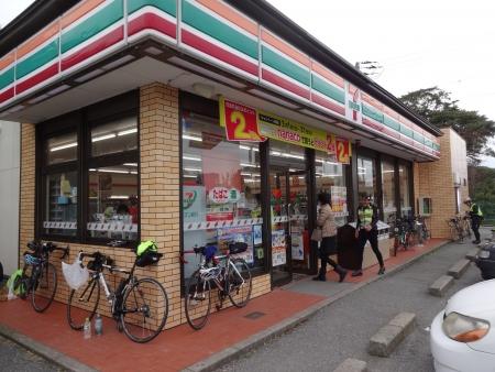 034PC2に到着、セブン館山大賀店、11時50分、貯金1時間40分