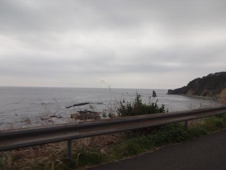 050こんなきれいな海岸線や