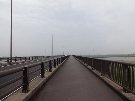 023橋を渡ってます