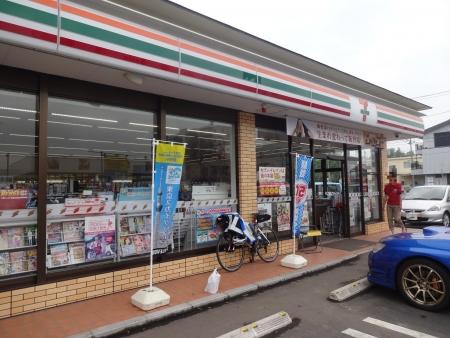 036PC3セブン桜柴崎店に14時に到着、貯金は2時間、レインコート脱ぐ
