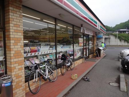 051PC4セブン茂木バイパス店に到着、17時50分、貯金は2時間40分