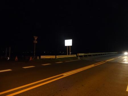 064茨城空港と霞ヶ浦の横を通り、北利根橋に到着