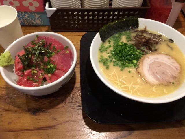 すがい 豚骨ラーメン+マグロ丼