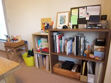 書道教室の小さな本棚コーナー